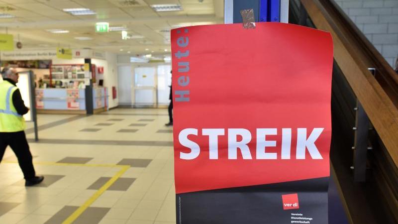 Bodenpersonal setzt Streik an Berliner Flughäfen fort